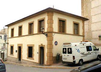 Antiguo edificio de correos donde se encuentra situada la Delegación de la Agencia Regional de Recaudación y el Juzgado de Paz