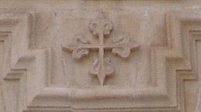 Cruz de Calatrava en la fachada de la Iglesia Parroquial de San José